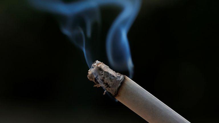 Maharashtra bans sale of loose cigarettes, beedis